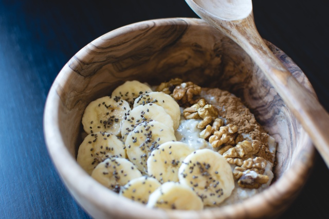 foodiesfeed.com_oatmeal-with-chia-seeds-banana-and-walnuts